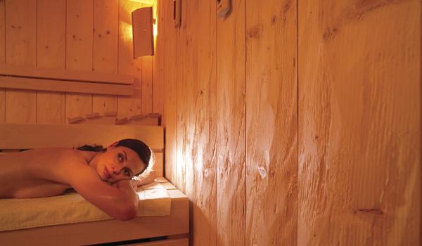 Entspannen Sie in der Warmen Schwarzwald Sauna