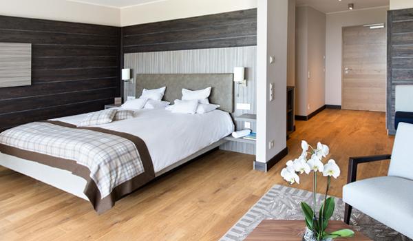 Modernes wohn design trifft auf schwarzwaldromantik for Design wellnesshotel